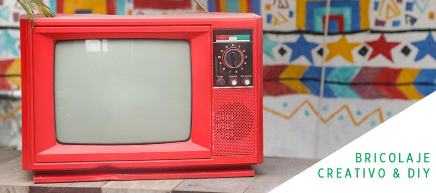 Un toque Rojo TITAN Unilak para tu televisor